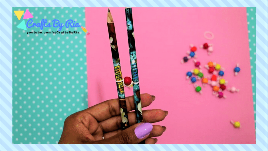 easy diy bracelet- steps-pull the lower rubberband towards the upper rubberband