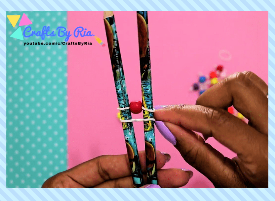 easy diy bracelet- steps-put a beaded rubberband