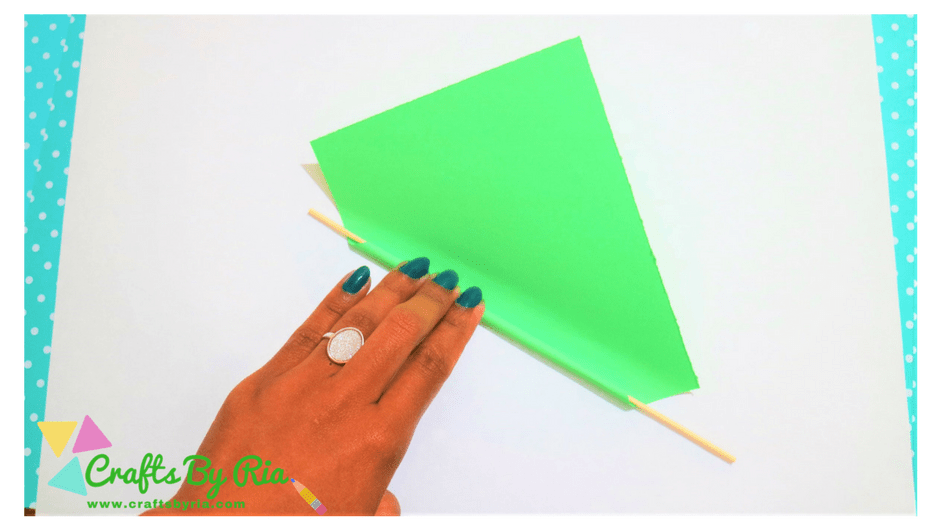 paper lavender steps-roll the green paper using a skewer
