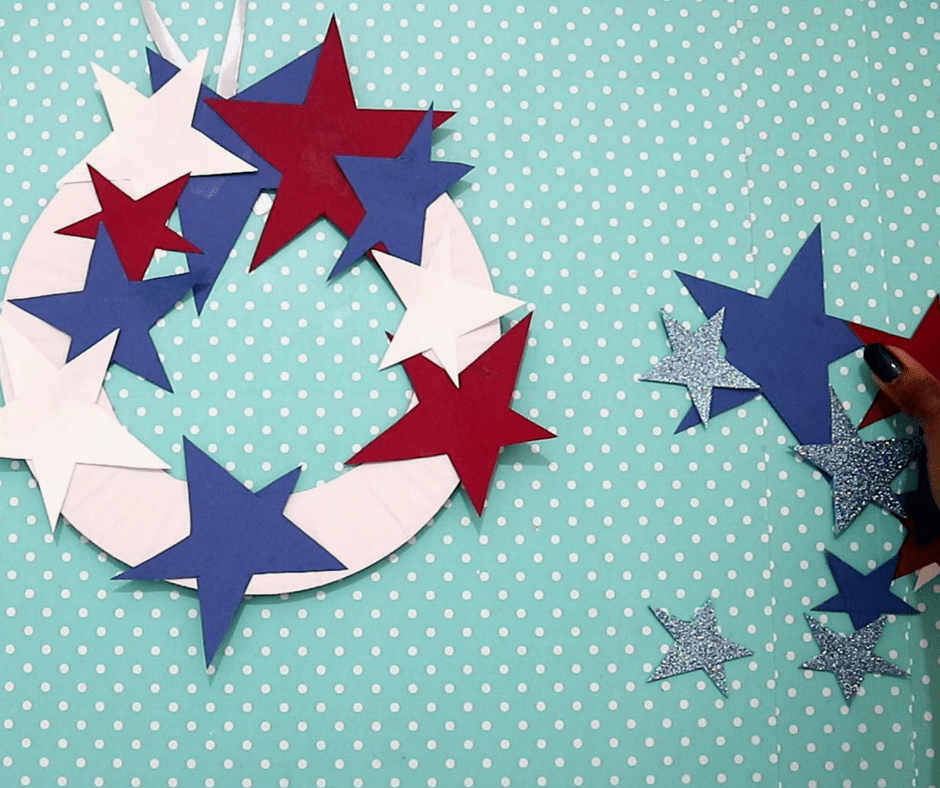 4th of july easy crafts-stick the stars on the paper plate rim