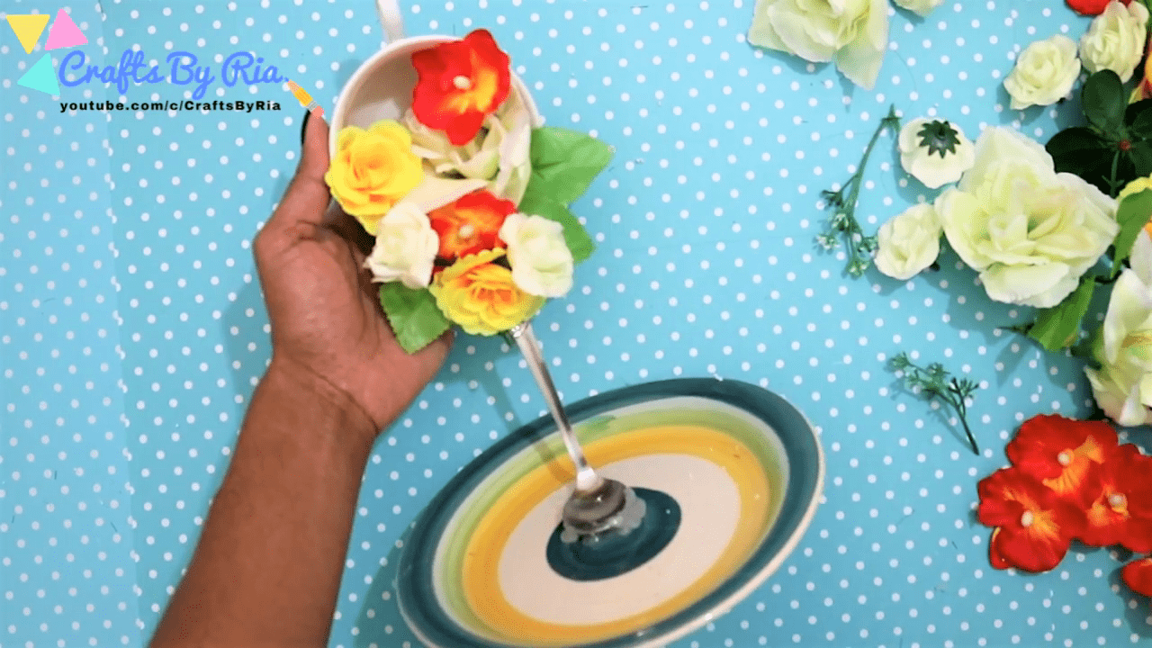 stick the flowers on the spoon