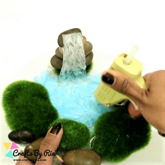 glue gun waterfall-step6- apply hot glue