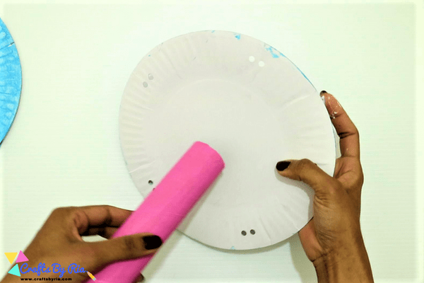 paper plate merry go round-step4