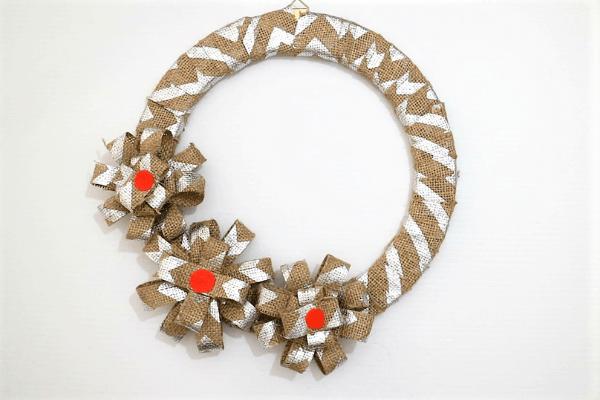 diy halloween wreath-step7-glue the flowers on the wreath ring