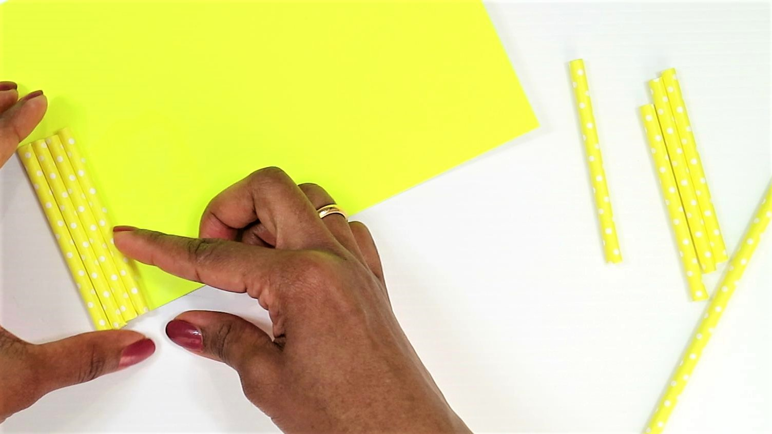 easy monster craft for kids with paper straw-step4