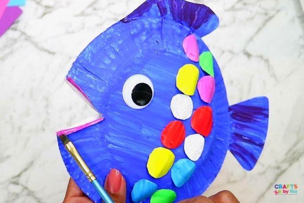 paint the rainbow fish lips-step5